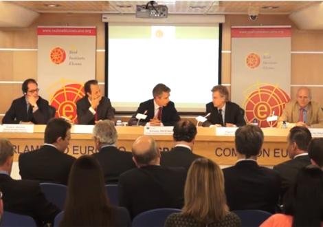 """Mesa redonda """"Argentina y las inversiones europeas: ¿por qué fallan los mecanismos de protección?"""""""